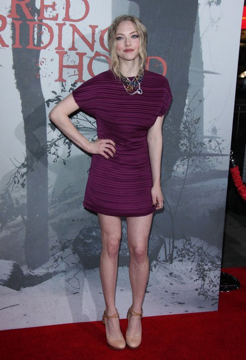 Amanda Seyfried, plum dress, purple dress