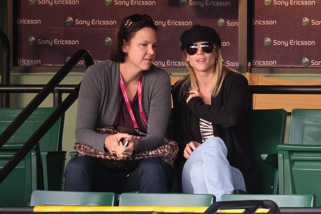 Elin Nordegren, black hat, sunglasses, black sweater jacket, striped tshirt, jeans