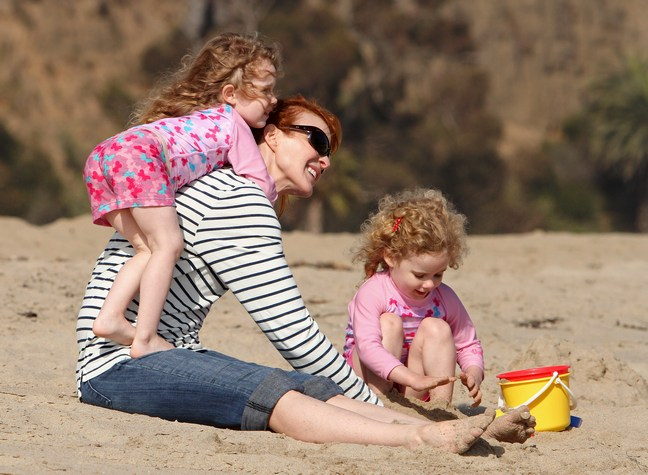 Marcia Cross, beach, white and black striped top, denim capris, sunglasses, sand buckets, sand pails, twin daughters