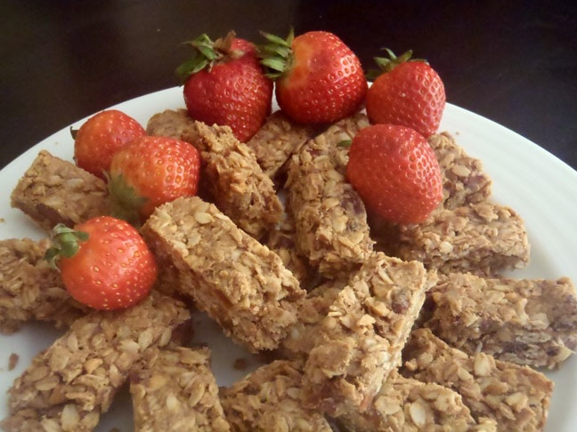 PEANUT BUTTER STRAWBERRY BARS