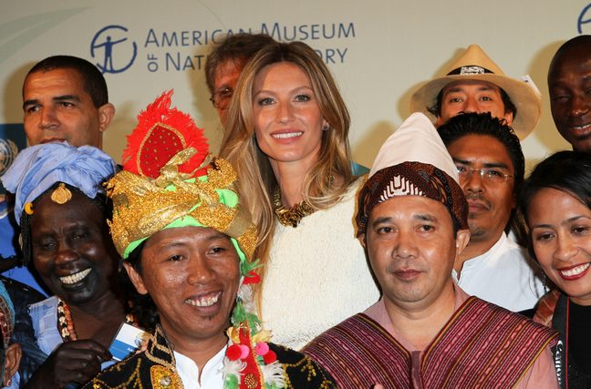 Gisele Bundchen, Cream dress, multicolor necklace, MDG Summit, Museum of Natural History