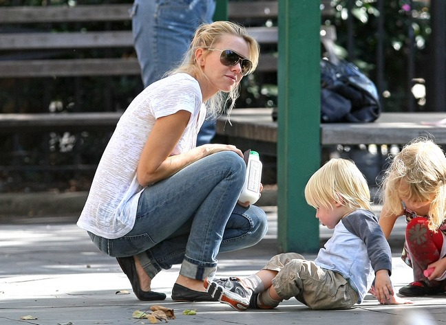 Naomi Watts, white shirt, jeans, sunglasses, black ballet slippers