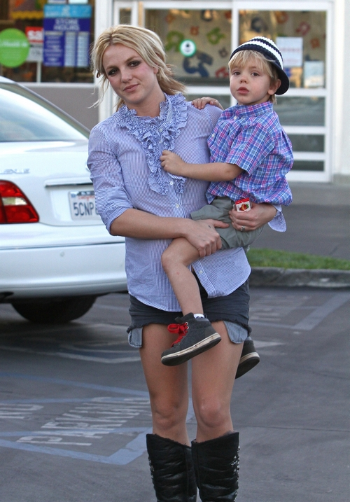 Britney Spears, blue shirt, jean shorts, black boots