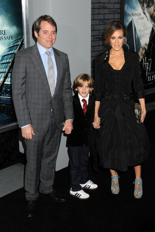 Sarah Jessica Parker, black dress, clutch, Matthew Broderick