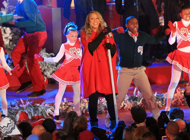 Mariah Carey, red christmas outfit, rockefeller center, black boots, black pants, black gloves