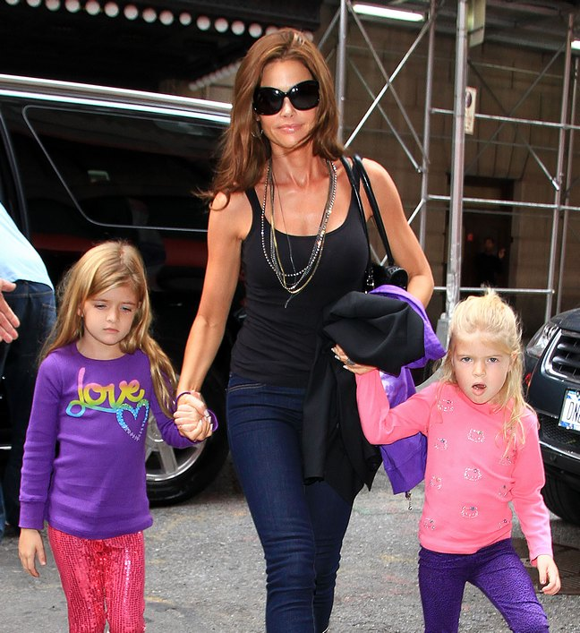 Denise Richards, sunglasses, black tank top, necklace, jeans