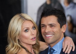 Kelly Ripa Sporting A New Pair Of Crutches