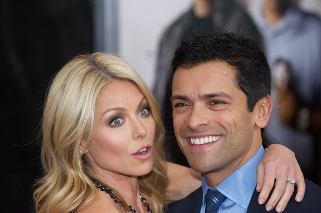 Kelly Ripa Mark Consuelos red carpet
