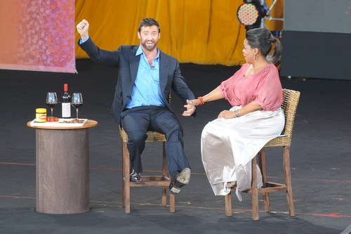 Hugh Jackman, Oprah, black pants, blue shirt