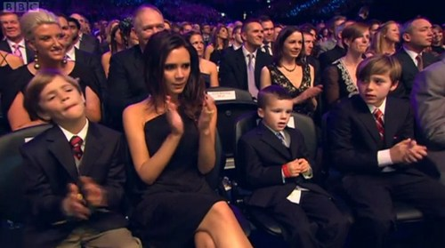 Victoria Beckham, black dress, award ceremony, brooklyn, cruz, romeo