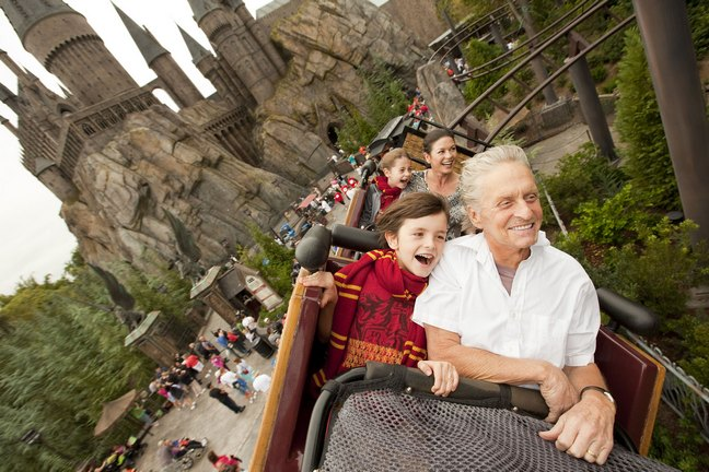 Michael Douglas, white shirt, harry potter park
