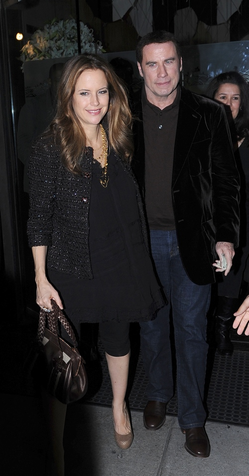 Kelly Preston, black shirt, black leggings, sandals, John Travolta, Forrest Whitaker