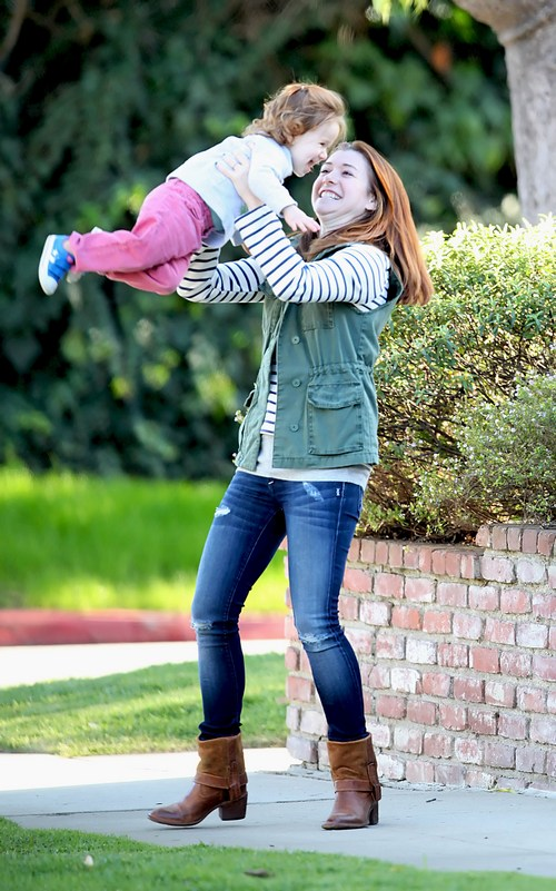 Alyson Hannigan, jeans, brown boots, green vest, striped shirt