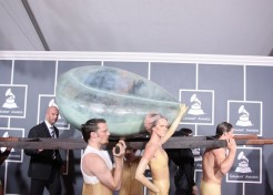 2011 Grammy Awards Red Carpet Fashions & Winner's List