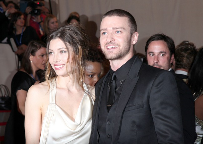 Justin Timberlake, suit, Jessica Biel white dress