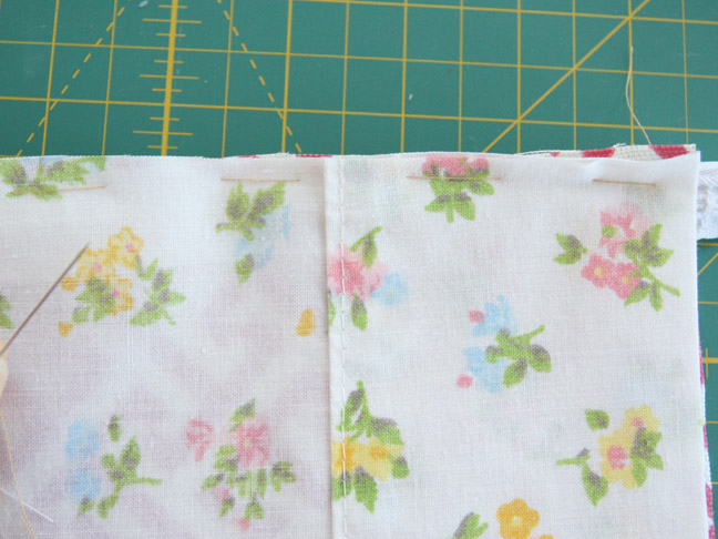 DIY Mothers Day Gift: Fabric Toiletries Bag