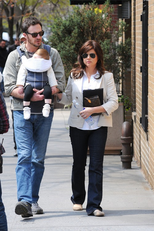 tiffani thiessen, white jacket, sunglasses