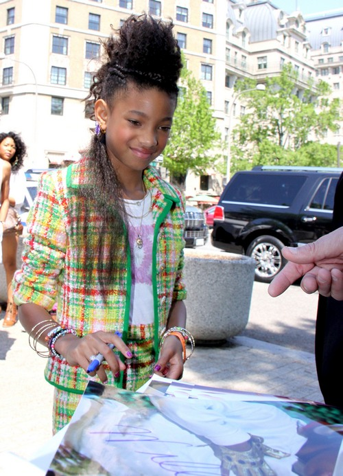 willow smith, plaid shorts, plaid suit, pastel plaid