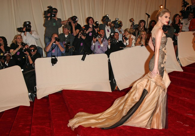 taylor swift, gold gown
