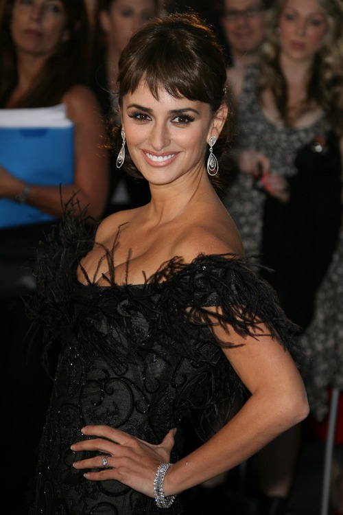 Penelope Cruz, black dress