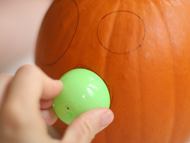DIY Polka Dot Pumpkin Craft Step 2