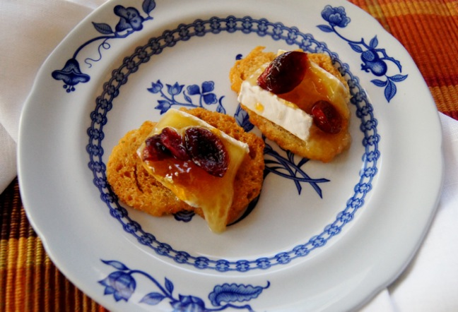 Thanksgiving Recipe - Apricot Cranbery Brie Hor D'Oeuvres