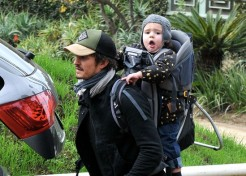 Orlando Bloom And Chris Hemsworth Are Hands-On Celebrity Dads