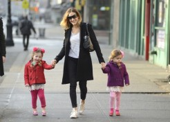 Photos: Celebrity Parents And Kids – Bethenny Frankel, Britney Spears And More!