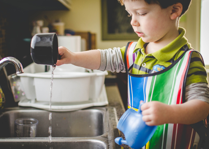 6 easy ways to keep your toddler busy and haappy