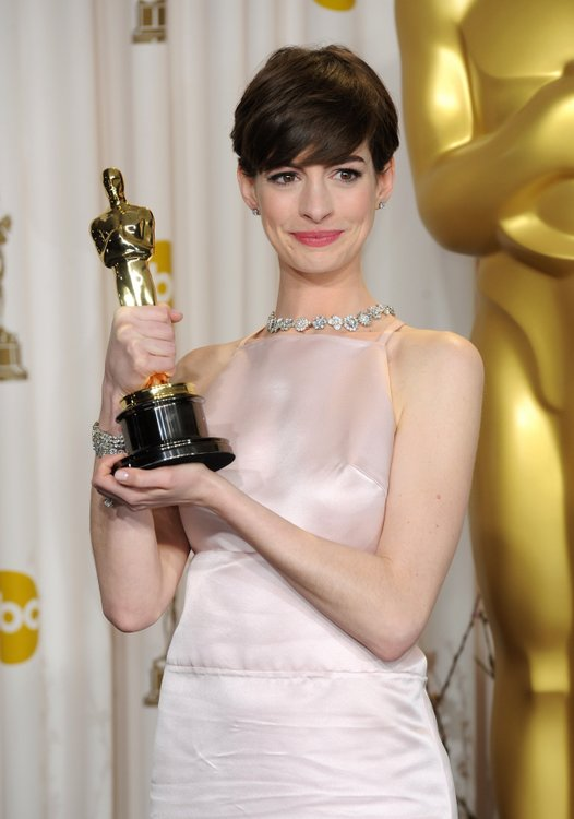 """Actress Anne Hathaway buzzed her hair for the film """"Les Miserables ..."""