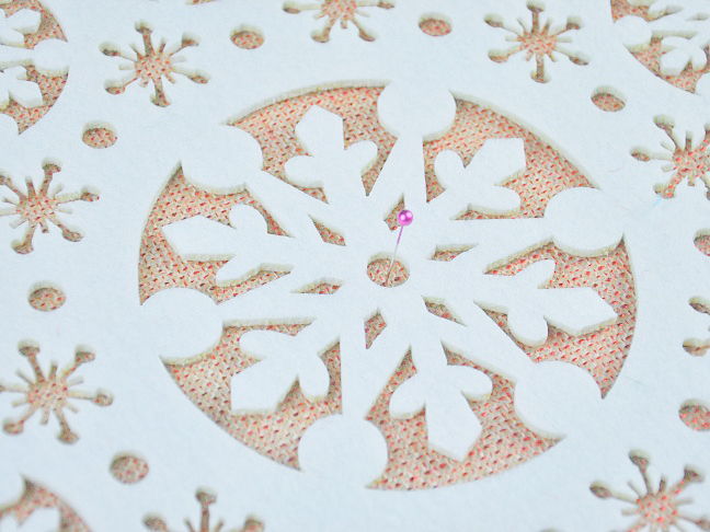 07-diy-snowflake-wall-hang-art-tutorial