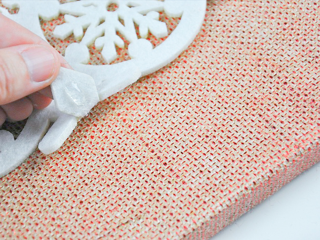 08-diy-snowflake-wall-hang-art-tutorial