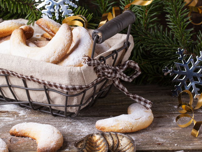 clever-gift-wrapping-basket-cookies