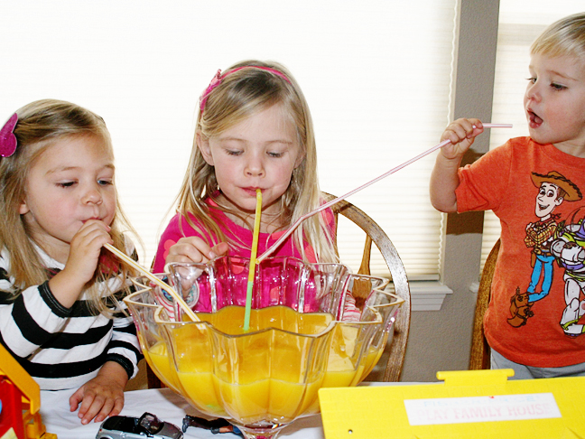 kids-drinking-orange-juice-punch-bowl
