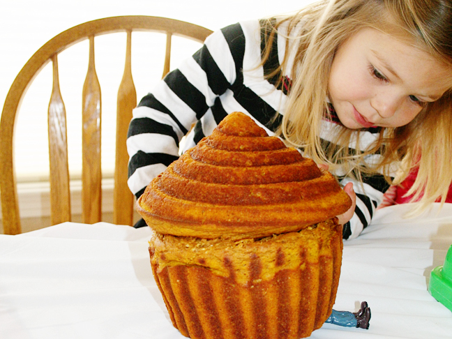 large-muffin-crushing-toy-little-girl