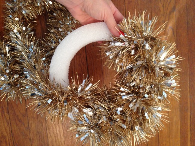 Five Dollar Five Minute Wreath from Chandra Fredrick of Oh Lovely Day | Momtastic