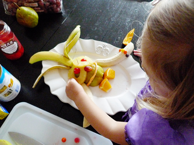 toddler-foodimal-snack-bananas-pineapple