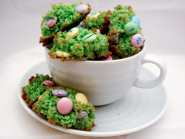 file_164433_0_110406-easter-macaroons-1