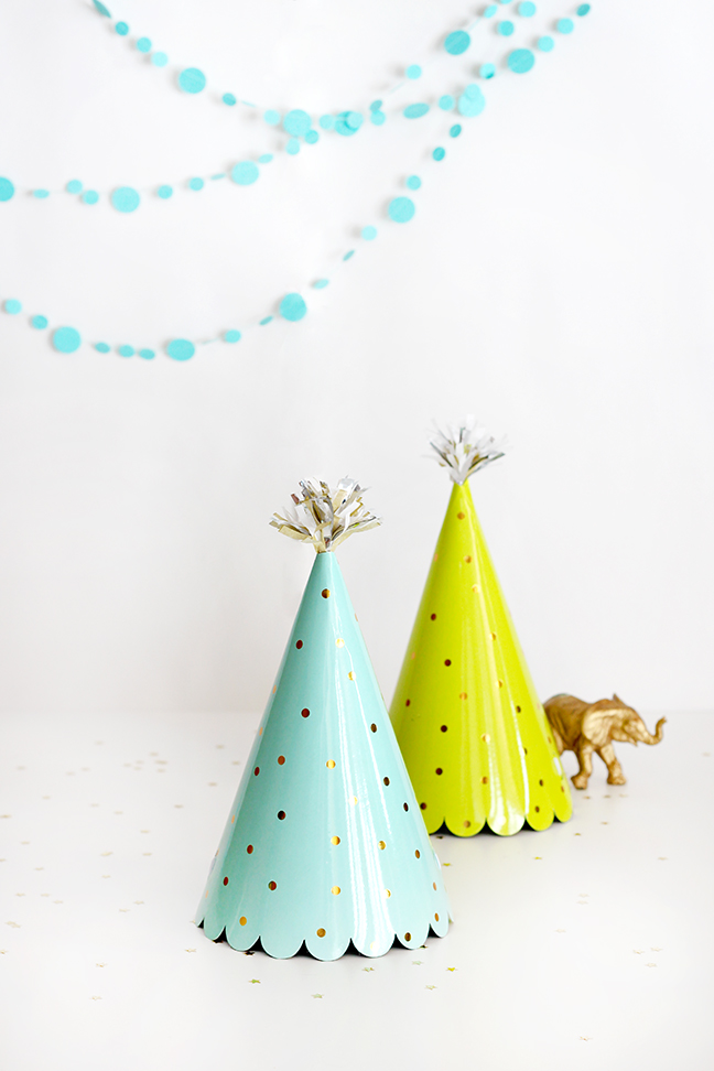 DIY Fringed Pom Party Hat Topper by Splendid Supply Co for Momtastic
