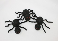 DIY: Spooky Styrofoam Spiders for Halloween