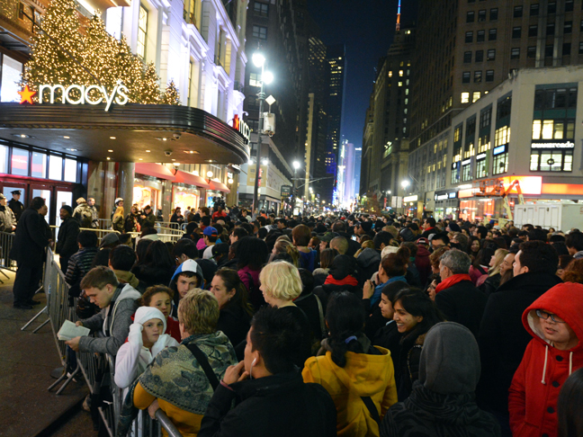 black-friday-shoppers-nyc