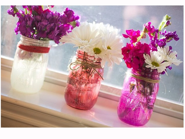 1-DIY-Painted-Masonn-jars-with-flowers