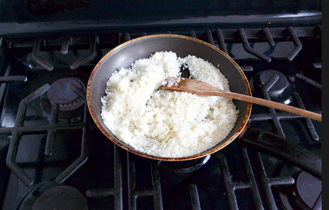Saute rice under medium heat
