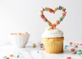 Easy DIY Cupcake Toppers Made With Froot Loops
