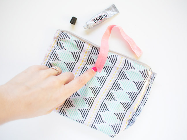 makeup-bag-elastic-glue-pink-nail