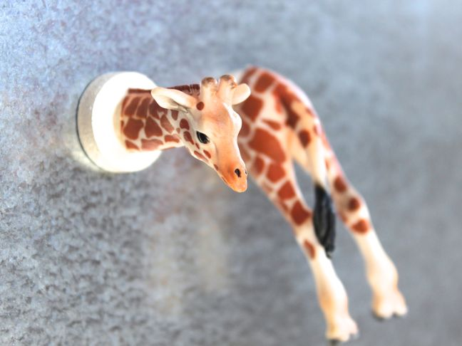 plastic-toy-animals-giraffe-magnet-diy-kids-room