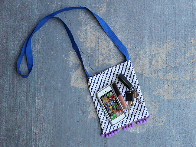 DIY.. Pom Pom Cross Body Bag