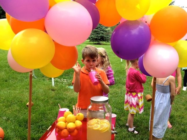 pink-red-yellow-balloons-diy-lemonade-stand-summer-lemons