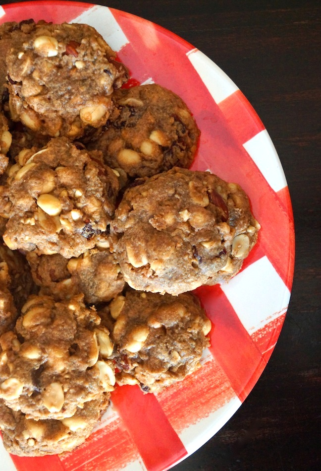 cookies-redand white plate