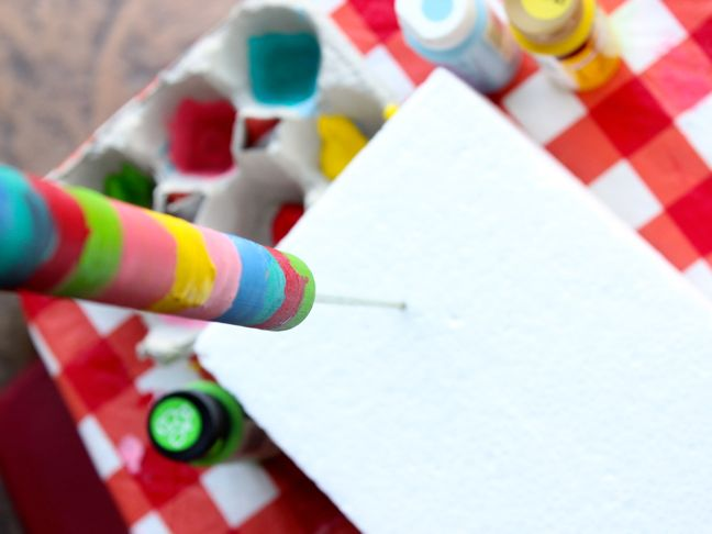 rainbow-stick-diy-art-projects-kids-paint